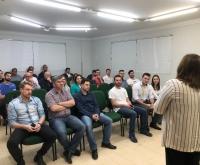 Acic Curitibanos - Palestra sobre mercado econômico e investimentos é realizada